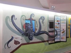 创意墙绘——章鱼破墙而入