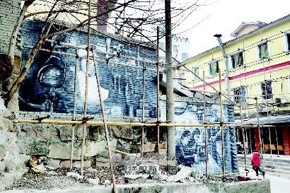长虹大道南段再添新景观——特色墙绘装点城市街道