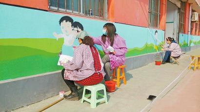 手绘墙画扮靓校园