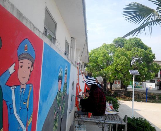 """肥东大学生村官手绘""""墙体漫画"""" 宣传国家惠农政策"""