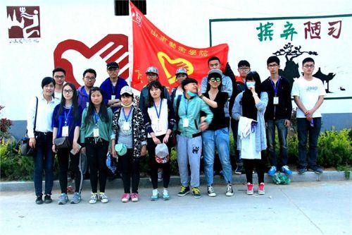志愿墙绘,美丽乡村,山艺志愿者在行动
