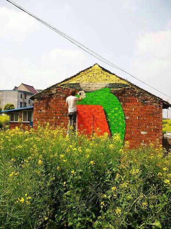 法国艺术家钟情在上海乡村涂鸦