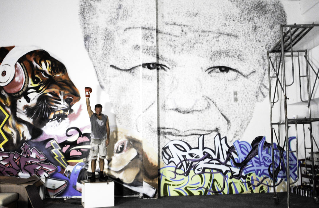 拳击作画,自由曼德拉  Tribute to Mandela / Phil Akashi