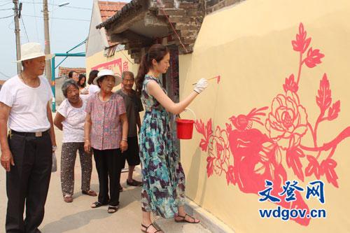 绘制文化墙 扮靓小乡村