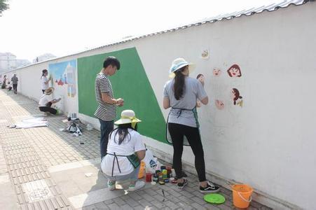 星光社区志愿者执笔墙绘 展现社区新风貌