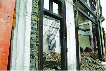 沪上老城区废墟内现涂鸦 自忠路上又出新画作