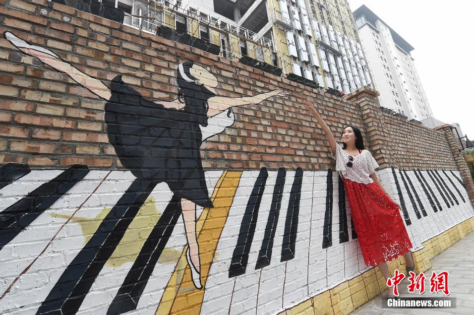 太原涂鸦爱好者作品占满200米墙壁