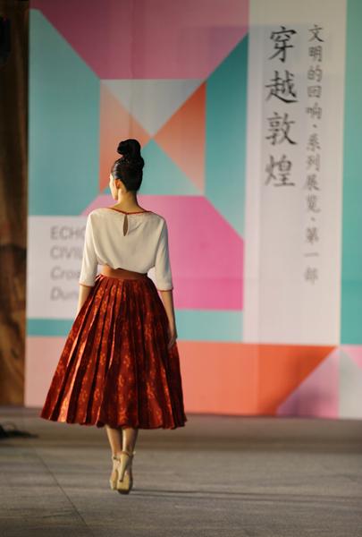 """穿越敦煌""""艺术展在北京太庙艺术馆举办"""